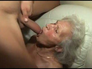 Natepavanje the granny's poraščeni muca
