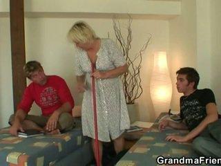 Ištvirkęs paauglys roommate fucks karštas senelė