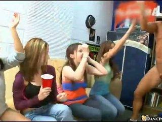 Kimainen humalassa tytöt