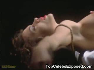 Monica bellucci seins nus!
