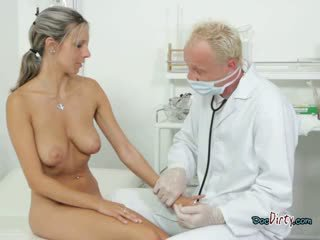 Pieptoasa puicuta sucks ei bine hung gynecologist