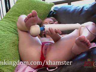 Hollie mack gets kjent med den hitachi magic wand