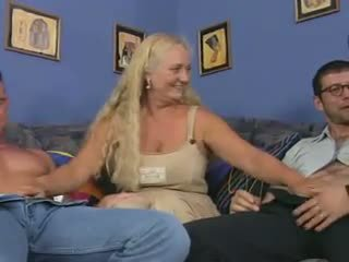 Abuelita guarra en un reverse anal piledrive, porno dd