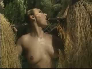 Afrikietiškas brutally pakliuvom amerikietiškas moteris į džiunglės video