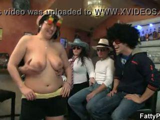 Silný drinks a nahé veľký holky