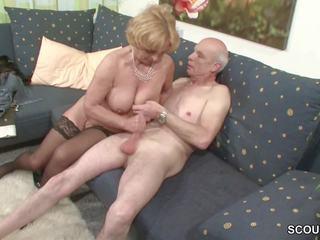 Oma und opa ficken das erste mal im porno fuer surema rente