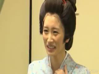 Ázsiai geisha shows cicik és pina