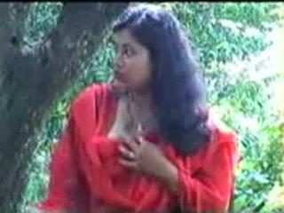 Smart en schattig reusachtig boezem indisch meisje bj naar haar bf