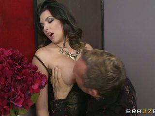 Πόρνη likes tasting ένα delicious pecker και χορός σε ένα Καυτά νύχτα clud
