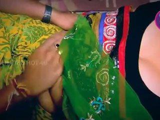 Indiyano maybahay tempted lalaki neighbour tiyuhin sa kusina - youtube.mp4