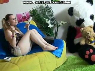 Rallig dame pleasuring zusammen surrounding spielzeug bär