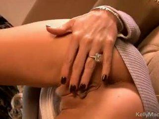 Kelly madison igrače ji moist seksi na the kavč