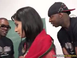 Nadia ali learns do uchwyt a bunch z czarne cocks