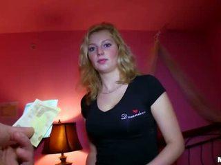 Seksi fahişe islak gömlek becerdin için sum arasında öğretmen