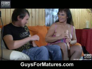 Hot guy spying upon a mom toying her muff