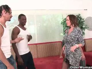 Cocu hubby watches femme baise two noir cocks