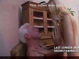 Minunat blonda fucks vechi om