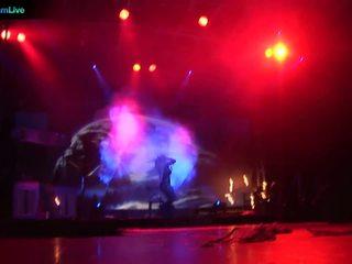 Podium performer dorothy zwart going topless en spelen