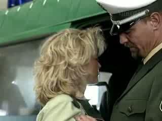 Γερμανικό αστυνομία gives ένα grate lesson να Καυτά ξανθός/ιά έφηβος/η βίντεο
