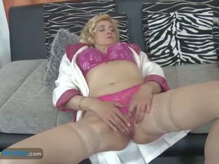 Europemature vechi blonda doamnă masturband-se ei pizda: porno 31