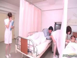 Malutkie japońskie pielęgniarka giving a robienie loda part4
