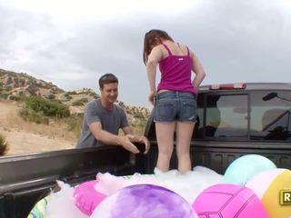 Hitchhiker having di luar seks dalam yang kembali daripada yang kereta