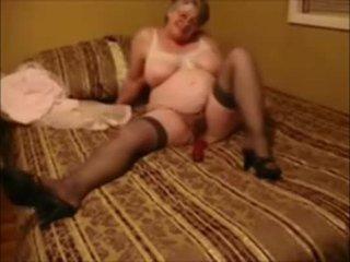 Vollbusig großmutter masturbieren