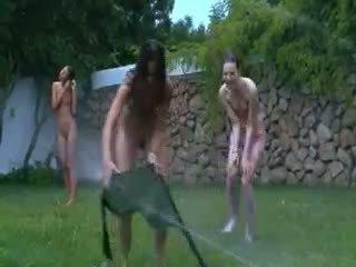 Latbiya chicks watersports sa ang hardin