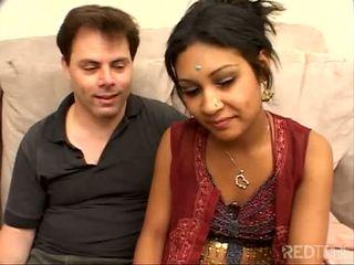 خجول القليل هندي فتاة مارس الجنس حسنا