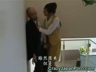 疯狂的 灰机 在 tokyo 办公室!
