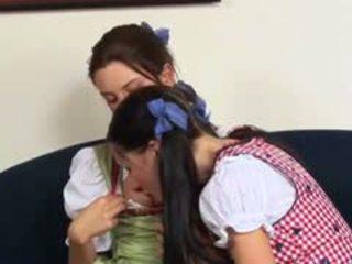 En chaleur austrian lesbo adolescence