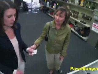 쉽게 고객 takes 수탉 에 그녀의 털이 많은 여성 성기 용 dollars