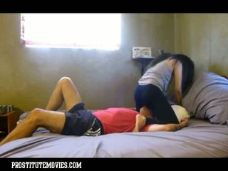 Asia pengait femdon facesitting in yoga pants
