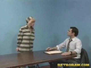 Képzett által neki lawyer