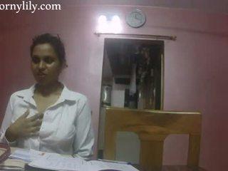 Індійська секс вчитель збуджена lily любов lesson