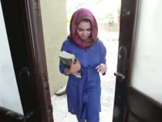 Nadržený bruneta arab dospívající ada gets filled