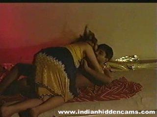 বিবাহিত ইন্ডিয়ান pair বাড়ীতে তৈরী নির্মাণ প্রেম privacy invaded দ্বারা hiddencam