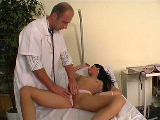 Arst keppimine tema noor patsient