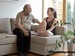 Ondeugend tsjechisch tiener lets oud man neuken haar lief stoutmoedig poesje wanneer boyfriend comes