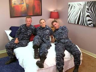 Sexy navy ragazza fucks suo sailors