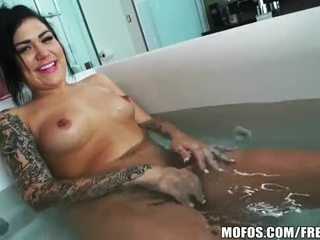Ex stripper gets filmed im die dusche von sie roommate