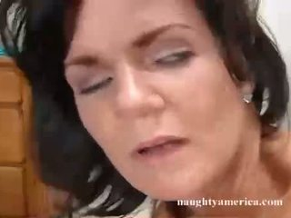 Deauxma recieves a warm dripping pejuh on that guyr pasuryan hole