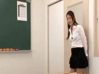 בית ספר מורה gets ראוריינטלי שדיים licked