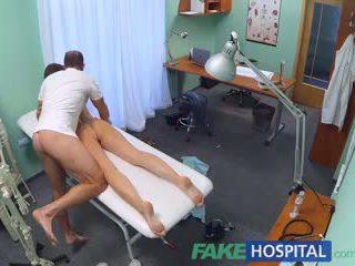 Fakehospital malibog mag-aaral gets a good pakikipagtalik from doktor