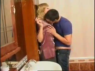 Ne maminka a syn: volný ruský porno video f0