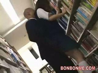 Nư sinh fucked lược qua thư viện saytr và gives lớn blowjob