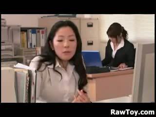 Εκεί είναι ένα dildo σε ο γραφείο