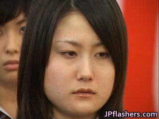 Japonesa miúda durante graduation