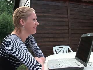Cindy picardie grave sodomisee dans le jardin: volný porno ea