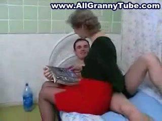 Oma und grandson ficken